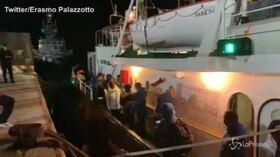 Mare Jonio, i migranti sbarcano a Lampedusa