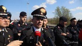 """Bus incendiato a Milano, i carabinieri: """"Appiccato il fuoco con ancora gli studenti a bordo"""""""