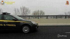 Truffe nel commercio on-line di auto di lusso, arresti e sequestri in tutta Italia