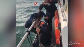 """""""Sto affogando"""": soccorso un diportista caduto in mare al largo di Ladispoli"""