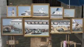 Banksy espone installazione a Venezia, i vigili lo fanno sloggiare