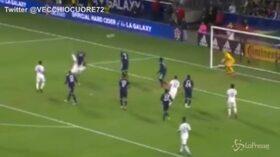 Gol spettacolare di Ibrahimovic: stop di petto e rovesciata
