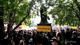 New York, manifestanti in piazza a sostegno degli attivisti pro democrazia di Hong Kong