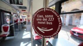 """Nuovi autobus Atac a Primavalle, Raggi: """"Abbiamo lottato perché azienda restasse ai romani"""""""