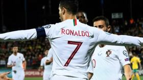 """Cristiano Ronaldo: """"Poker face"""" contro la Lituania"""