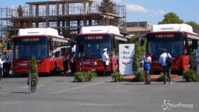 Roma Capitale, Raggi presenta i nuovi bus per la periferia est
