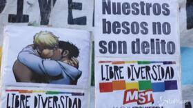Fumetto con bacio gay censurato, manifestazione LGBT davanti a ambasciata Brasile di Buenos Aires