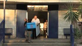 Urne aperte in Israele, è sfida tra Netanyahu e Gantz