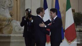 Macron da Conte a Roma: picchetto d'onore per il presidente francese