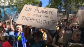 Fridays For Future, Parigi invasa da migliaia di manifestanti