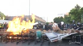 Hong Kong, scontri tra manifestanti pro democrazia e polizia