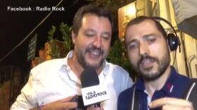 """Salvini canta gli 883, con Di Maio e Conte: """"Nessun rimpianto, nessun rimorso"""""""