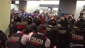 Condanna leader separatisti, scontri all'aeroporto di Barcellona