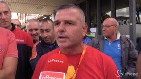 """Napoli, la furia dei lavoratori Whirlpool: """"Da questo momento guerra per tutti"""""""