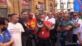 Whirlpool, gli operai ricordano i poliziotti uccisi a Trieste durante il presidio in Regione