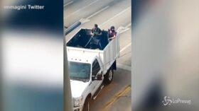 I narcos messicani scatenano l'inferno dopo l'arresto del figlio del Chapo