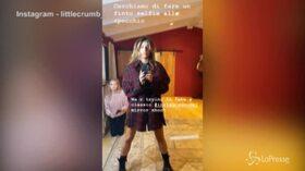 Elisabetta Canalis e il finto selfie allo specchio, continua la saga social con la babysitter