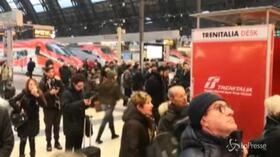 Italia spezzata in 2 per il terremoto, circolazione dei treni in tilt