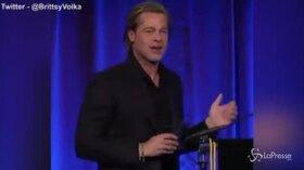 """Brad Pitt abbraccia Bradley Cooper: """"E' grazie a te se sono sobrio"""""""