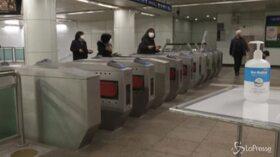 Virus cinese, in Sud Corea aumenta la disinfezione nella metro di Seul