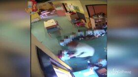 Ragusa, bimbi picchiati in una materna di Vittoria: 2 maestre ai domiciliari